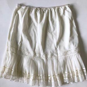 🆕 Vintage Short White Lace Slip